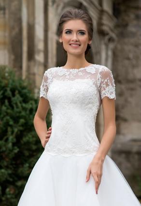 Svadobné šaty s tričkovým rukávom - orzšíria ramená a poprsie