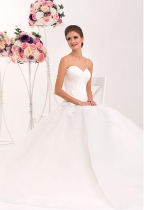 Princeznovské svadobné šaty so srdiečkovým výstrihom