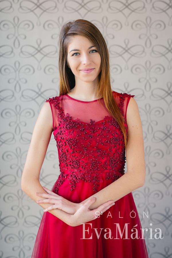 Vínové šaty na ples s tylovou sukňou