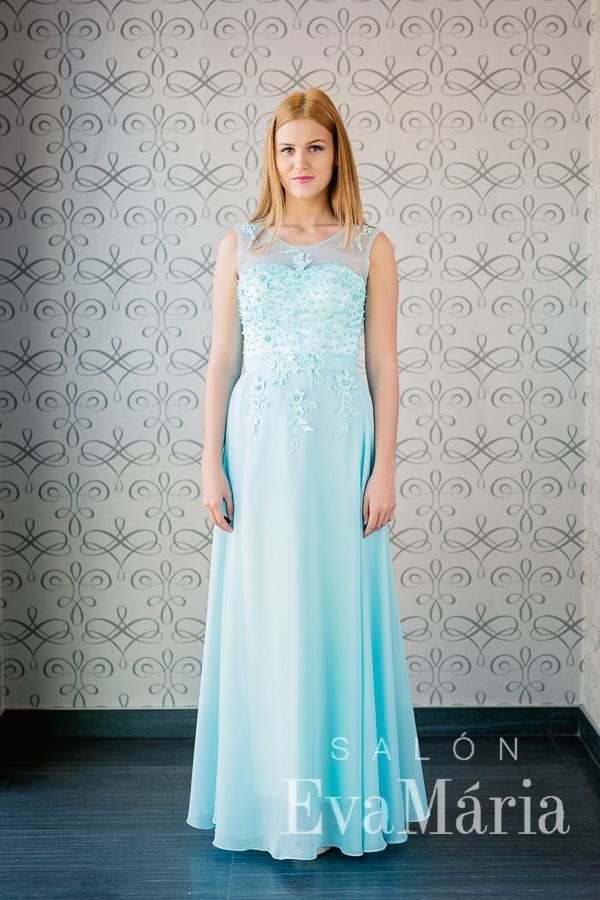 ... Plesové šaty v pastelovomodrej farbe s priesvitnými ramienkami ... f092e8bb110