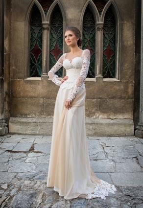 Dlhé vintage svadobné šaty s netradičkným výstrihom