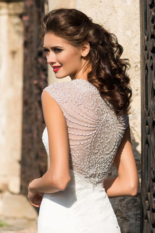 Svadobné šaty s kamienkami na chrbáte 2016