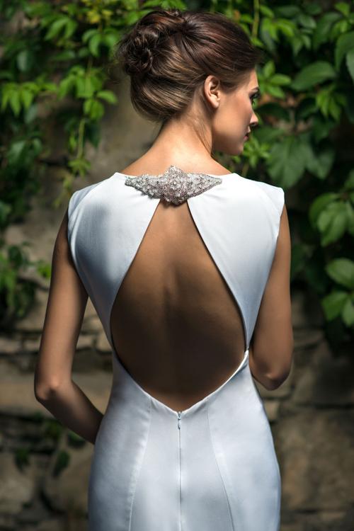 Jednoduché svadobné šaty s holým chrbtom 2016