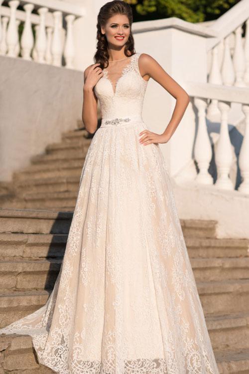 Čipkové svadobné šaty s rúchovým výstrihom