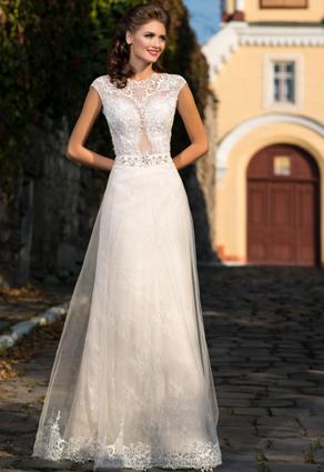 Svadobné šaty s luxusnou čipkou so šperkovým výstrihom