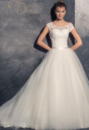 Prekrásne svadobné šaty s oválnym lopatkovým výstrihom