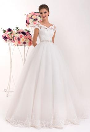 Svadobné šaty s veľkou sukňou s lodičkovým výstrihom