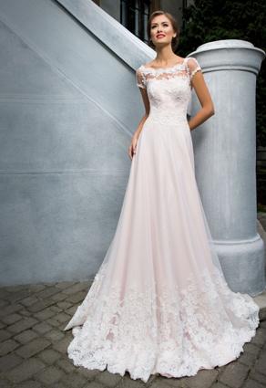 Svadobné šaty s princeznovskou sukňou s lodičkovým výstrihom