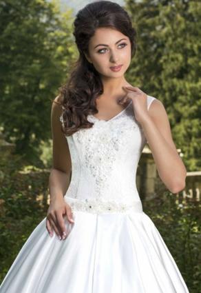 Svadobné šaty s oválnym výstrihom
